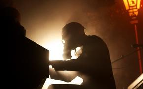Картинка человек, противогаз, пианино