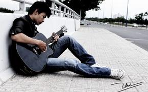 Обои улица, гитара, парень