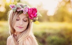 Картинка лето, девушка, цветы, природа, блондинка, венок, боке