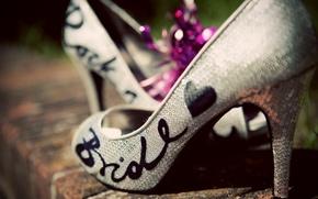 Картинка невеста, стиль, обувь, мода, bride, туфли, каблук, сввадебные, пайетки, надпись