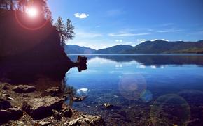 Картинка вода, солнце, пейзаж, горы, природа, скала, озеро, камни, дерево, луч