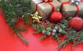 Картинка шарики, украшения, ветки, праздник, шары, игрушки, новый год, рождество, подарки, хвоя, коробки, декор, можжевельник