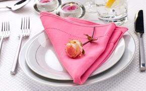 Картинка цветок, стол, роза, свечи, нож, тарелки, салфетка, вилки, сервировка