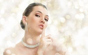 Картинка взгляд, девушка, серьги, ожерелье, браслет, шатенка
