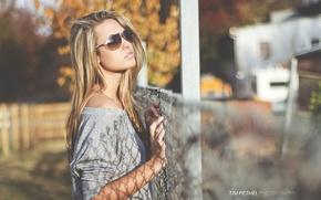 Обои девушка, очки, модель, на улице