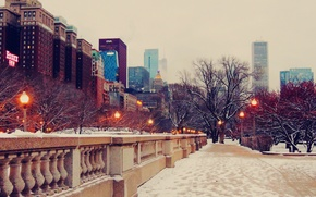 Картинка зима, снег, улица, небоскребы, вечер, фонари, чикаго, Chicago, тратуар