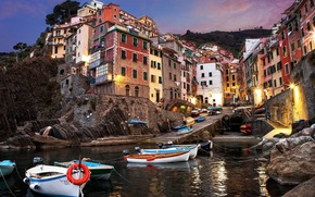 Картинка city, lights, sky, sea, landscape, Italy, sunset, mountains, clouds, rocks, roads, evening, houses, boats, Riomaggiore, …
