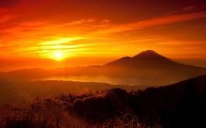 Обои лес, солнце, закат, горы, оранжевый, озеро, жёлтый