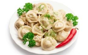 Обои зелень, тарелка, пельмени, красный перец, meat dumplings, душистый перец, Plate, red pepper