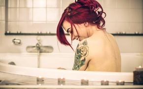 Картинка девушка, смех, свечи, тату, ванна