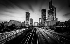 Картинка дорога, движение, Париж, небоскребы, черно-белое, архитектура