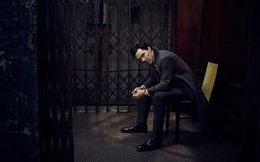 Картинка стул, решётка, фотосессия, Бенедикт Камбербэтч, Benedict Cumberbatch, Vanity Fair, Jason Bell