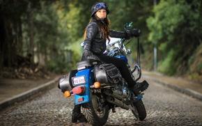 Обои улица, девушка, мотоцикл, взгляд