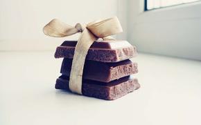 Картинка макро, подарок, плитка, шоколад, сладости, светлый фон, бантик, macro, сладкое, chocolate, sweet, gift