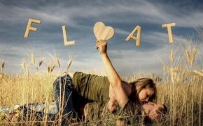 Обои девушка, поле, парень, влечение, любовь, надпись