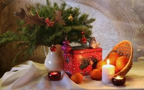 Картинка коробка, игрушки, елка, свечи, мандарины
