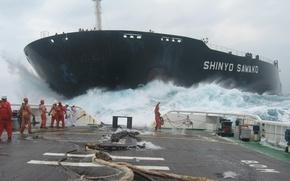 Обои корабль, шторм, цепи, команда, тросы, палуба, море, волны, танкер, океан