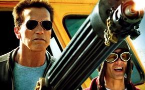 Обои оружие, очки, полиция, Arnold Schwarzenegger, автобус, Lewis Dinkum, Джонни Ноксвил, Арнольд Шварценеггер, Возвращение героя, The ...