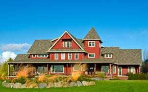 Обои солнечно, кусты, особняк, дом, голубое, облака, небо, трава, камни, газон