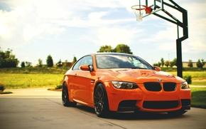 Картинка небо, облака, оранжевый, BMW, БМВ, orange, e92, баскетбольная площадка
