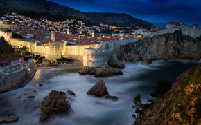 Картинка море, горы, ночь, огни, скалы, дома, крепость, Хорватия, Дубровник
