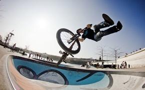 Обои маневр, всадник, экстремальный спорт, небо, солнечный, фристайл, BMX bowl, BMX bike