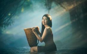 Картинка девушка, улыбка, корзина, в воде, Asian girl take a bath