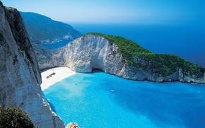 Картинка море, зелень, пляж, скала, синева, рай, яхты, горизонт, лагуна, греция