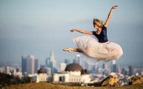 Картинка город, прыжок, платье, балерина, на фоне, пуанты, Beautiful ballet