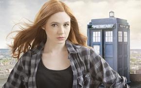 Обои взгляд, девушка, актриса, сериал, Doctor Who, рыженькая, Доктор Кто, тардис, полицейская будка, Карен Гиллан, Karen ...