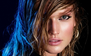 Обои toni garrn, model, look, eyes, wet hair, темный фон