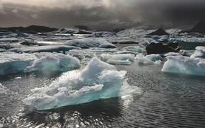 Картинка лед, море, горы, буря, солнечный свет, серые облака