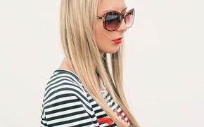 Картинка лето, стена, Девушка, очки, блондинка, белая, красная помада, солнцезащитные