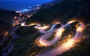 Картинка дорога, море, горы, огни, спуск, вечер, склон