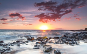 Картинка море, закат, тучи, камни, горизонт, прилив