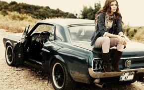 Картинка дорога, машина, девушка, модель, mustang, мустанг, автомобиль, ford, форд, гравий, 1967 год