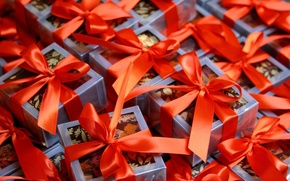 Обои праздник, новый год, подарки, бантики, new year, сюрприз, красные ленточки, синие коробки