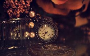 Картинка цветы, металл, стол, часы, циферблат, бусины, брелок, подвеска