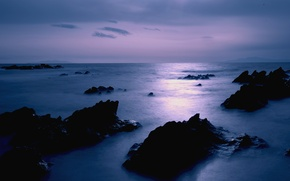 Обои море, небо, облака, камни, сиреневый, берег, вечер, Япония, штиль, Japan, сумерки
