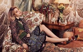 Обои подушки, лампа, актриса, модель, платье, кресло, фотограф, 2016, Olivia Malone, прическа, Bella Heathcote, будильник, столик, ...