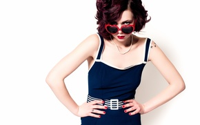 Обои Glasses, Redhed, Heart Shaped, Blue Dress