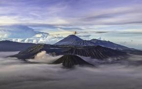 Картинка небо, облака, горы, вулкан, Индонезия, дымка, Бромо, Ява