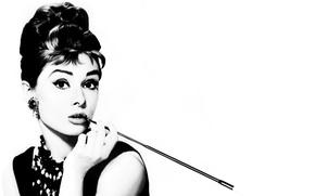 Картинка девушка, актриса, мундштук, Одри Хепберн, черно-белое фото, Audrey Hepburn, Breakfast at Tiffany's
