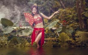Картинка вода, девушка, природа, поза, стиль, макияж, веер, наряд, азиатка