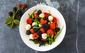 Картинка ягоды, сыр, клубника, тарелка, ежевика, strawberry, салат, blackberry, cheese, lettuce