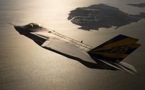 Картинка море, полет, закат, земля, вечер, истребитель, бомбардировщик, Lightning II, F-35C, Lockheed Martin