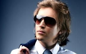 Картинка фон, widescreen, обои, wallpaper, мужчина, пиджак, широкоформатные, background, man, полноэкранные, HD wallpapers, тёмные очки, sunglasses, …