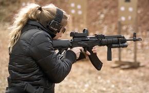 Картинка девушка, оружие, автомат