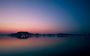 Картинка море, лето, небо, горы, город, огни, горизонт