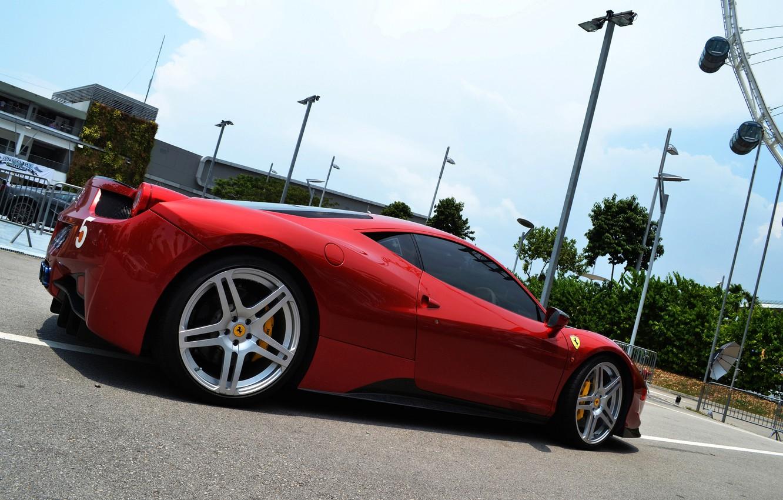 Фото обои небо, красный, серый, здание, фонари, Ferrari, silver, red, gallardo, lamborghini, феррари, 458, italia, sky, италия, …